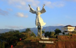 Manado Tour 3 Days & 2 Nights Package, Manado Explore, Blessing Yesus Monument