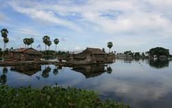 BUGIS ADVENTURE + TORAJA CULTURE AND NATURE TOUR INCL. MAKASSAR 6 Days / 5 Nights, Lake Tempe