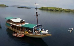 Boat,Komodo Adventure,Komodo Tour 3 Days/ 2 nights Package