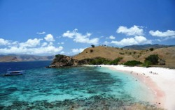 Pink Beach image, Open Trip 4D3N Flores to Lombok , Flores adventure