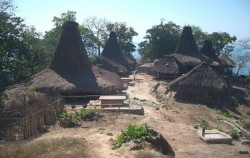 Waiwuang Village,Sumba Adventure,Sumba  Weaving  Tours 3N 4D