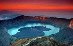 Rinjani Volcano 3 Days and 2 Nights Tours, Lombok Adventure, Rinjani Sunset