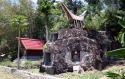 The Graves of Tana Toraja,Toraja Adventure,TORAJA CULTURE AND NATURE TOUR  3 Days / 2 Nights