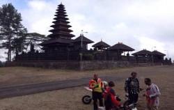 Visit Temple,Fun Rides Bali,Bali Cross