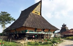 Overland Tour 8 Days 7 Nights, Sumatra Adventure, Batak Karo Traditional Village