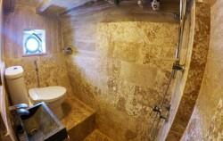 Cajoma IV Bathroom,Komodo Boats Charter,Phinisi Cajoma IV