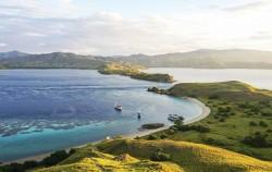 Gili Lawa Darat,Komodo Adventure,Komodo Island Adventure 5 days 4 Nights