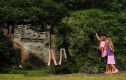 Hanging Graves Cave View image, TORAJA CULTURE AND NATURE TOUR TOUR INCL. MAKASSAR 5 Days / 4 Nights, Toraja Adventure