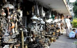 Surabaya Road Antique Market