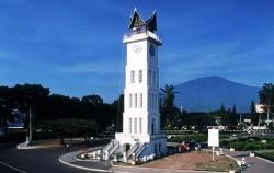 Jam Gadang Bukittinggi,Sumatra Adventure,Minangkabau Tour 4 Days 3 Nights