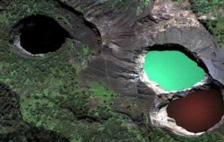 Kelimutu three colour lake image, Komodo tour 5D4N Packages, Komodo Adventure
