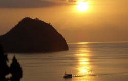 Labuan bajo,Flores Adventure,Flores Adventure and 3 Colours Lake 4D3N Tours