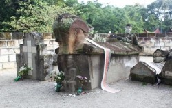 Old Tombs Sidabutar Kings,Sumatra Adventure,Medan Lake Toba Holidays A 4 Days 3 Nights