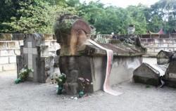 Old Tombs Sidabutar Kings,Sumatra Adventure,Overland Tour 8 Days 7 Nights