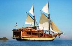 Phinisi Ambashi, Komodo Boats Charter, Phinisi Boat Ambashi
