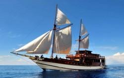 Phinisi Ambashi, Komodo Boats Charter, Phinisi Ambashi