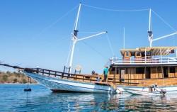 Phinisi Sea Villa, Komodo Boats Charter, Phinisi Sea Villa