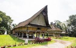 Rumah Bolon,Sumatra Adventure,Medan Lake Toba Holidays A 4 Days 3 Nights