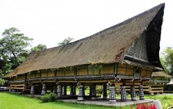 Rumah Bolon or Longhouse,Sumatra Adventure,Orangutan Batak Country Tour 5 Days 4 Nights