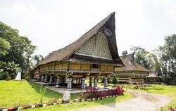 Explore Tangkahan Tour A 7 Days 6 Nights, Sumatra Adventure, Rumah Bolon