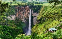 Explore North Sumatra 10 Days 9 Nights, Sumatra Adventure, Sipiso-Piso Waterfall