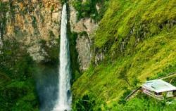 Sipiso-Piso Waterfall image, Exotic Nature Sumatra Tour 14 Days, Sumatra Adventure