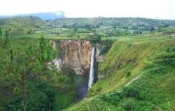 Sipiso-Piso Waterfall,Sumatra Adventure,Overland Tour 8 Days 7 Nights