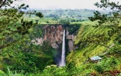 Sipiso-Piso Waterfall,Sumatra Adventure,Exciting Medan 6 Days 5 Nights