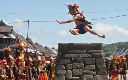 Stone Jumping image, Nias Island Tour 4 Days 3 Nights, Sumatra Adventure