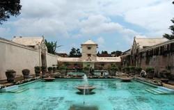 Yogja Selayang Pandang 5 Days 4 Nights, Taman Sari Water Castle