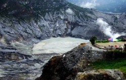 Tangkuban Perahu Mountain,Jakarta Tour,Beauty of Paris Van Java