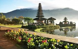One Day Tour with Kecak Dance, Bali Tour Packages, Ulun Danu Temple