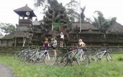 Visit Local Temple,Bali Cycling,Bali Great Bike Tour